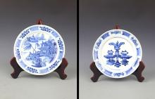 PAIR OF PAINTED BLUE AND WHITE PORCELAIN PLATE