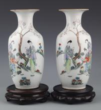 A PAIR OF COLORFUL PAINTED PORCELAIN BOTTLE