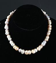 A FINELY DESIGNED PEARL NECKLACE