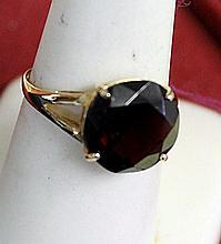 Lady's 14K Yellow Gold Garnet Ring(5)