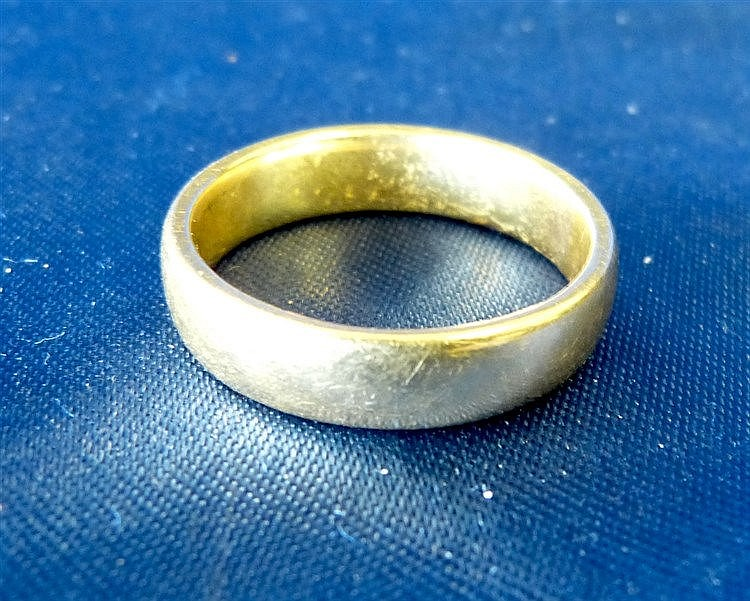 A 22ct Gold Wedding Ring, 8.5gms