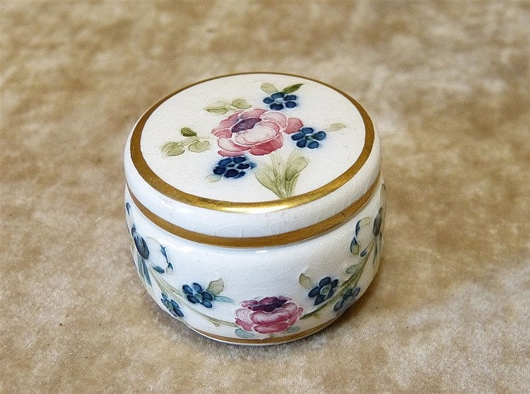 A Macintyre Moorcroft Miniature Lidded Pill Box on white ground w