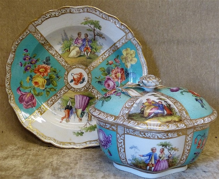 A Continental Oval Scalloped Lidded Box with matching scalloped p