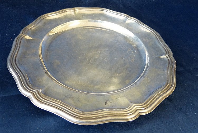An Alpaka Silvered Round Scalloped Plate, 26cm diameter