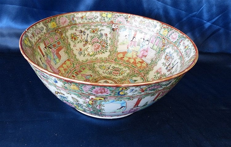 A 19th/20th Century Cantonese Round Trumpet Shape Fruit Bowl on m