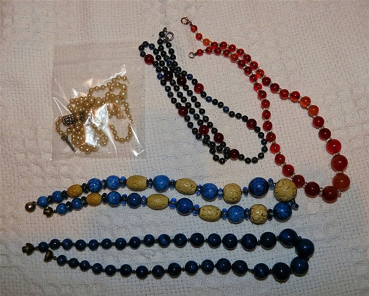 4 Various Bead Necklaces and a similar pearl style necklace (5)