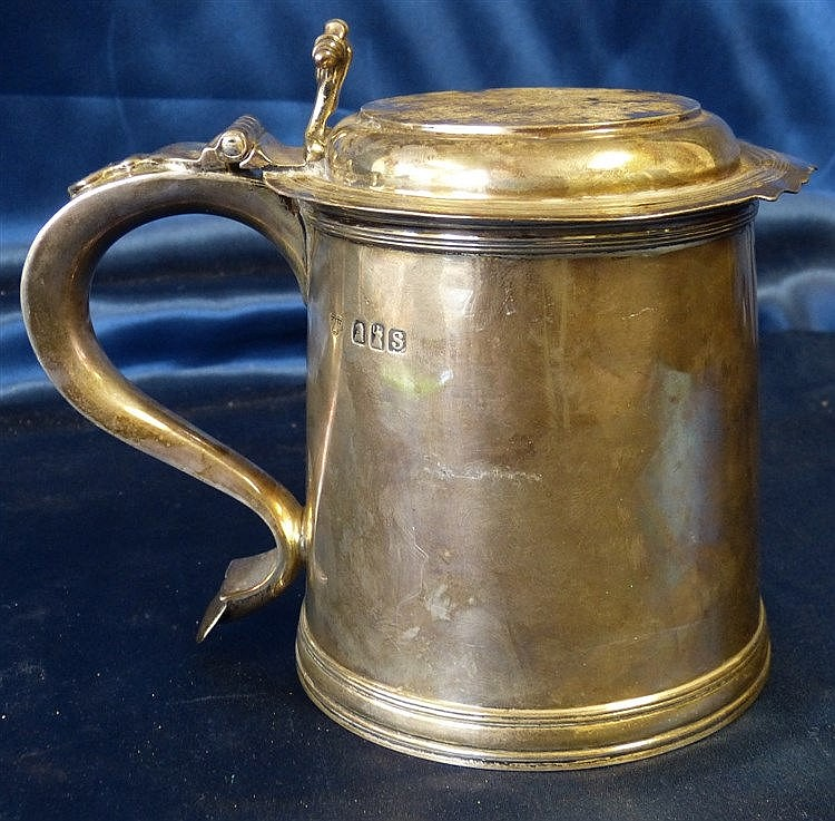An Early George V Britannia Silver Tankard having hinged lid with