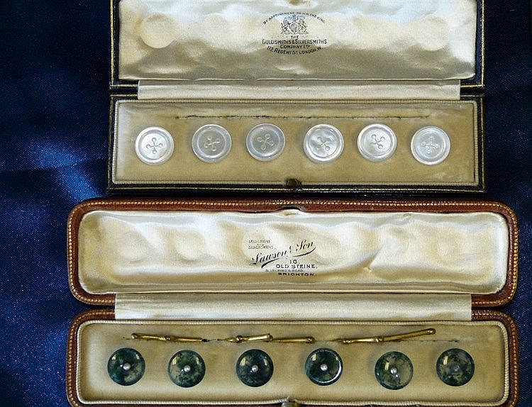 A Set of 6 Moss Agate Gentlemen's Dress Studs set with centre sma