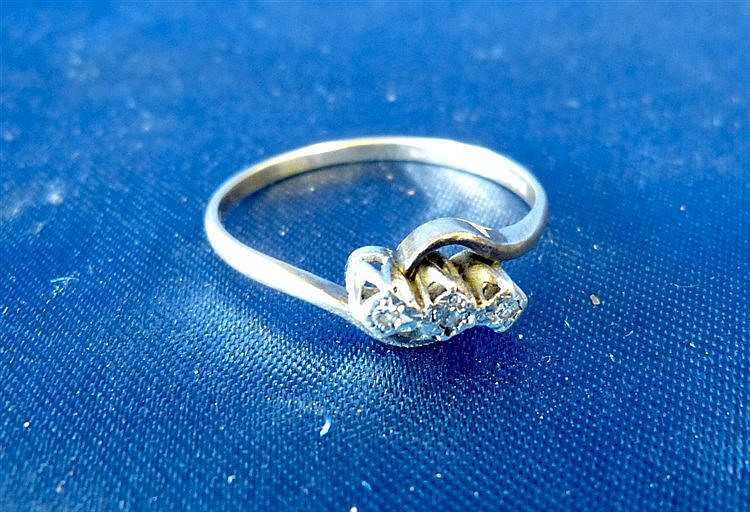 A 9ct Gold Small 3 Stone Diamond Ring, ring size T/U