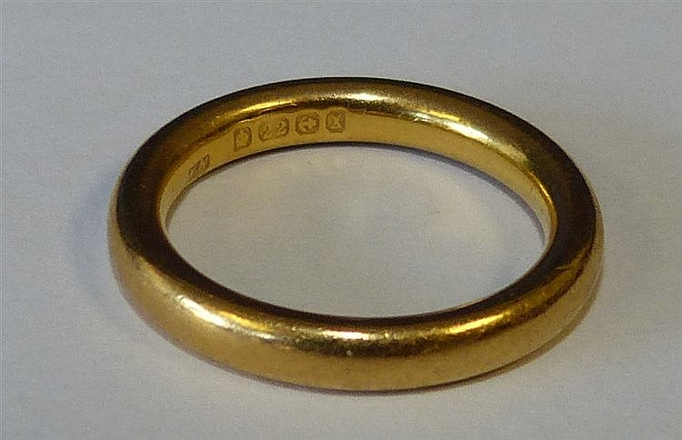 A 22ct Gold Wedding Ring 6.8gms