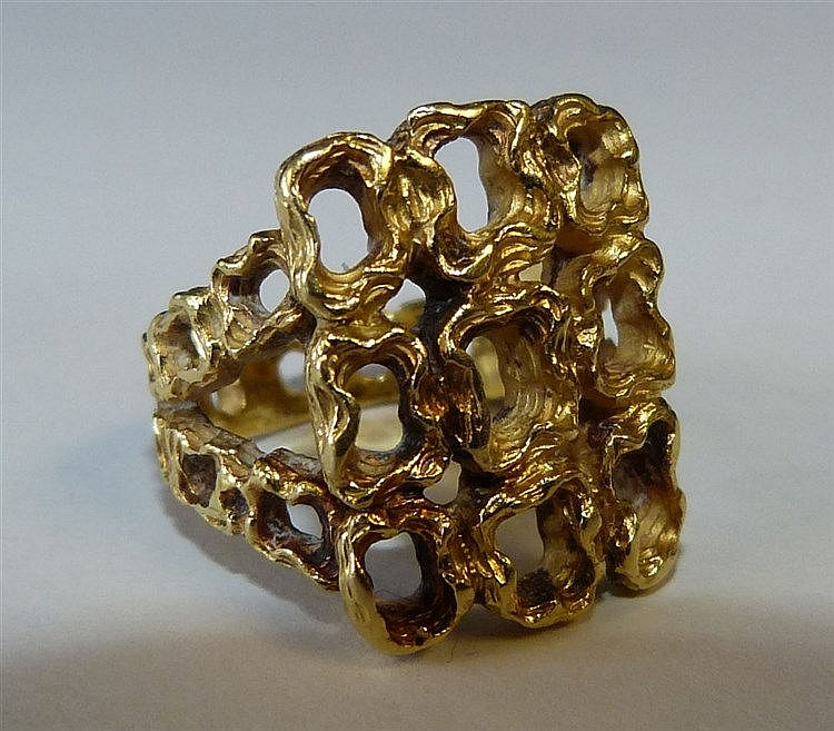 An 18ct Gold Ring having all over pierced decoration, 12.1 gms