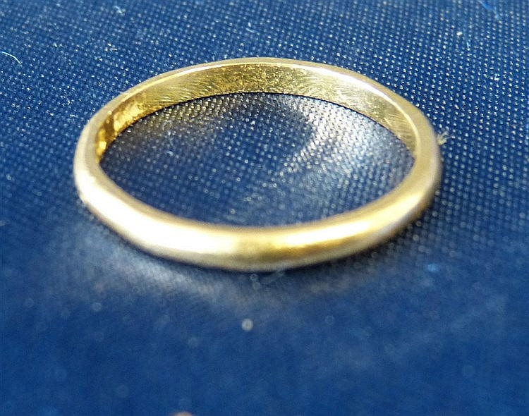 A 22ct Gold Wedding Ring, 2.2gms
