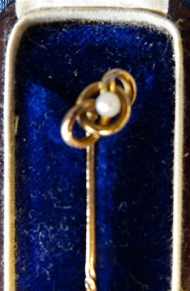 A 15ct Gold Tie Pin mounted with small pearl in fitted red leathe
