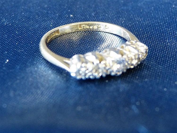 An 18ct Gold Ladies 5 Stone Diamond Ring