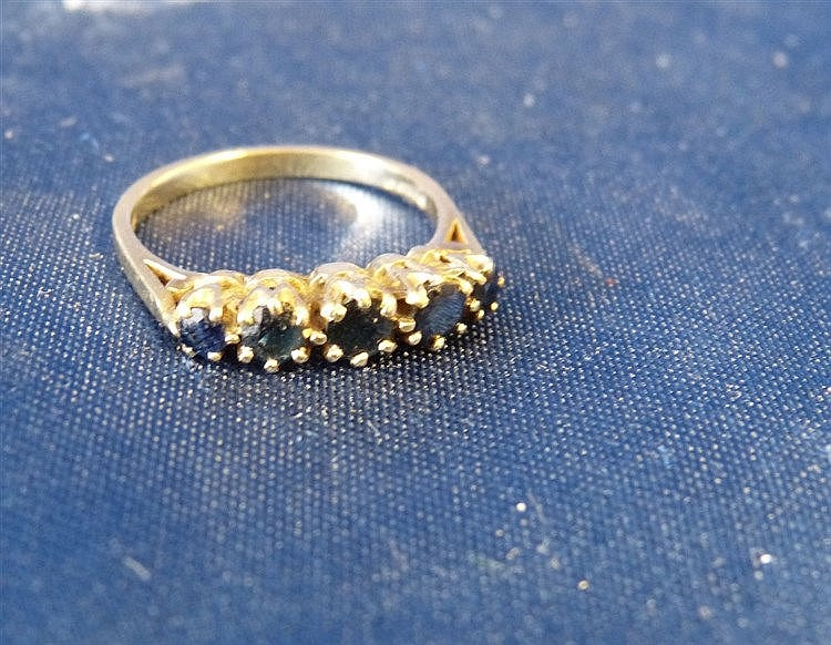 A 9ct Gold Ladies Sapphire 5 Stone Ring, size L/M