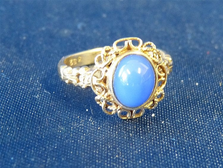 A 9ct Gold Ladies Oval Ring set with centre blue stone, size L/M