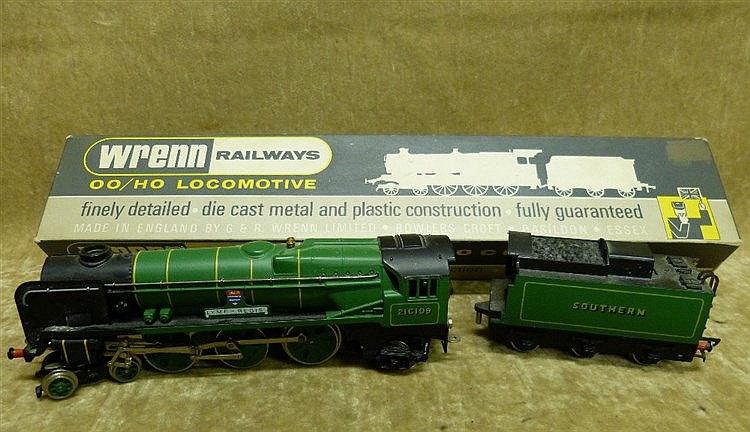 A Wren 00 Gauge Locomotive W2237 4-6-2 West Country Southern, box