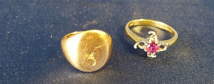 An 18ct Gold Ladies Ring set with centre pink stone, also an 18ct