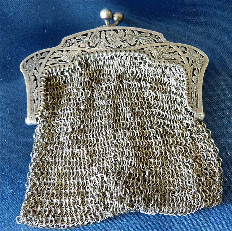 An 800 Silver Coloured Metal Mesh Purse