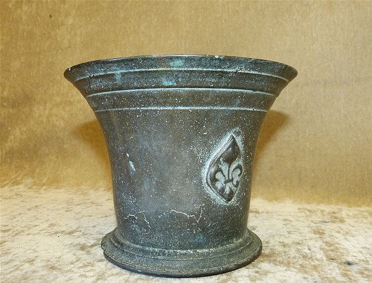 An Antique Bronze Round Trumpet Shape Mortar, 13cm high