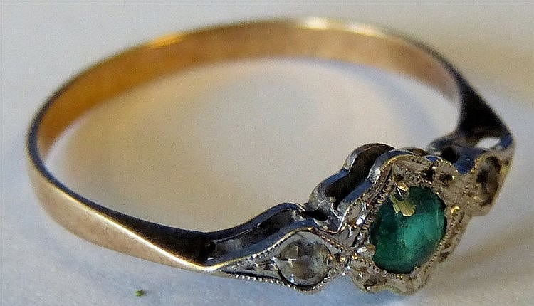 A Gold Ring set with centre green stone