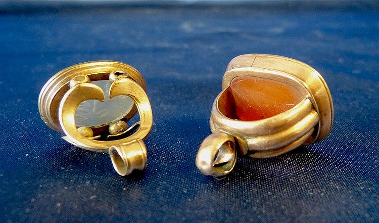 2 9ct Gold Pendant Seals