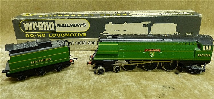 A Wren 00 Gauge Locomotive W2266 Plymouth 4-6-2 S.R. Green, boxed