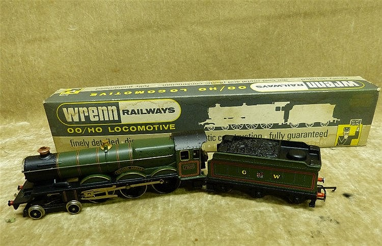 A Wren 00 Gauge Locomotive W2222 4-6-0 Castle, boxed