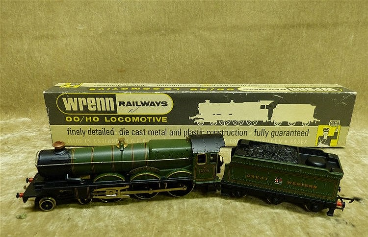 A Wren 00 Gauge Locomotive W2247 4-6-0 Clun Castle Green, boxed