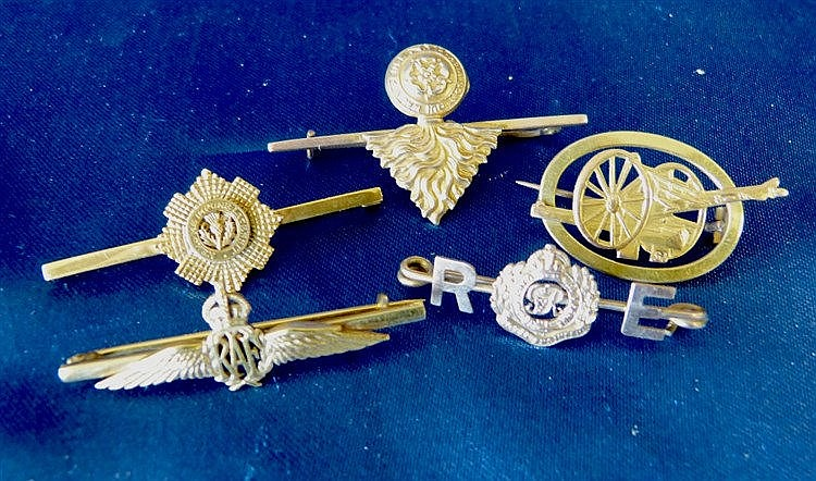 5 Gold Military Brooches, 15.2gms gross