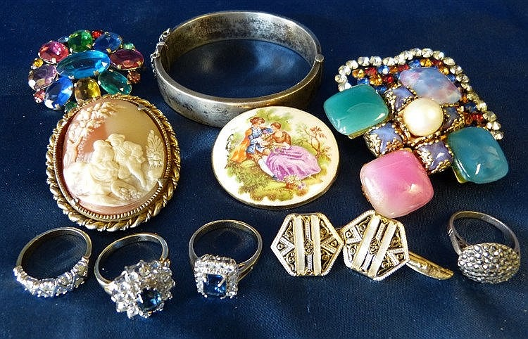 A Birmingham Silver Hinged Bangle, a silver ring, 3 other rings a