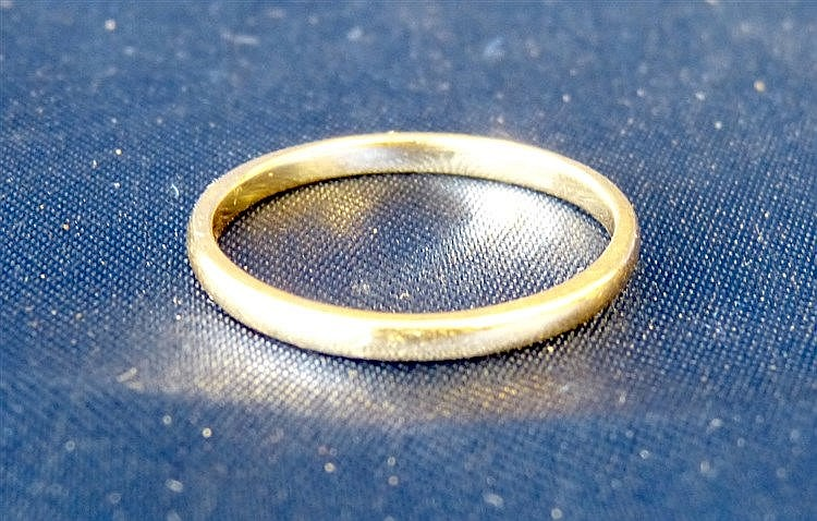 An 18ct Gold Wedding Ring, size U, 2.7gms