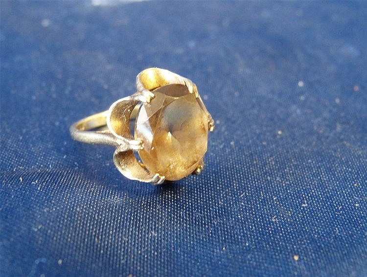 A Small 9ct Gold Ladies Smoky Quartz Ring, size N/M