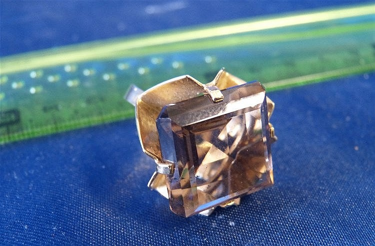 A 9ct Gold Square Cut Ladies Cluster Ring Set with Smoky Quartz s