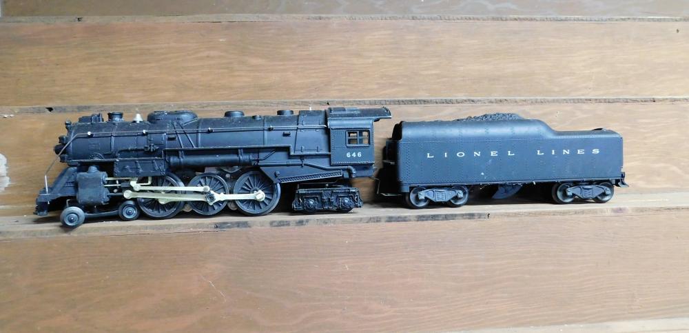 Lionel 646 engine w/lionel lines coal car