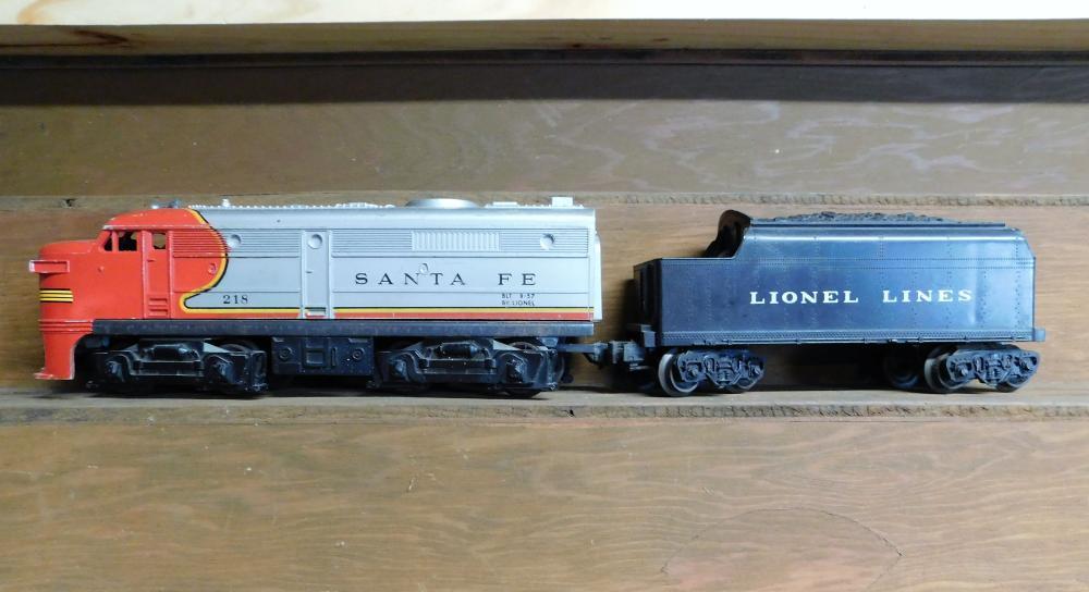 Lionel Santa Fe engine 218 w/lionel coal car