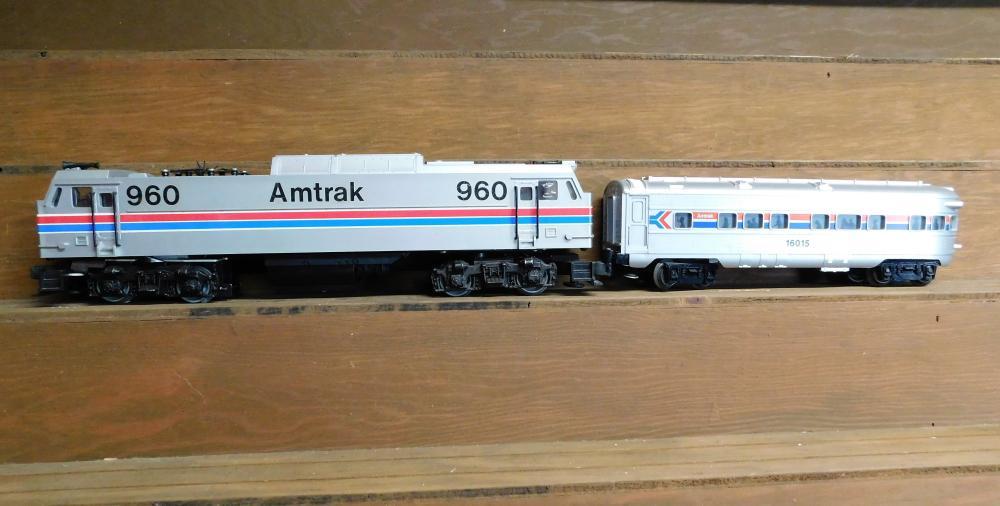 Lot 16: Lionel 960 Amtrak engine and 16015 passenger car