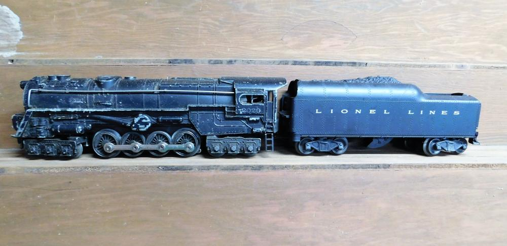 Lionel 2020 engine w/ lionel lines coal car