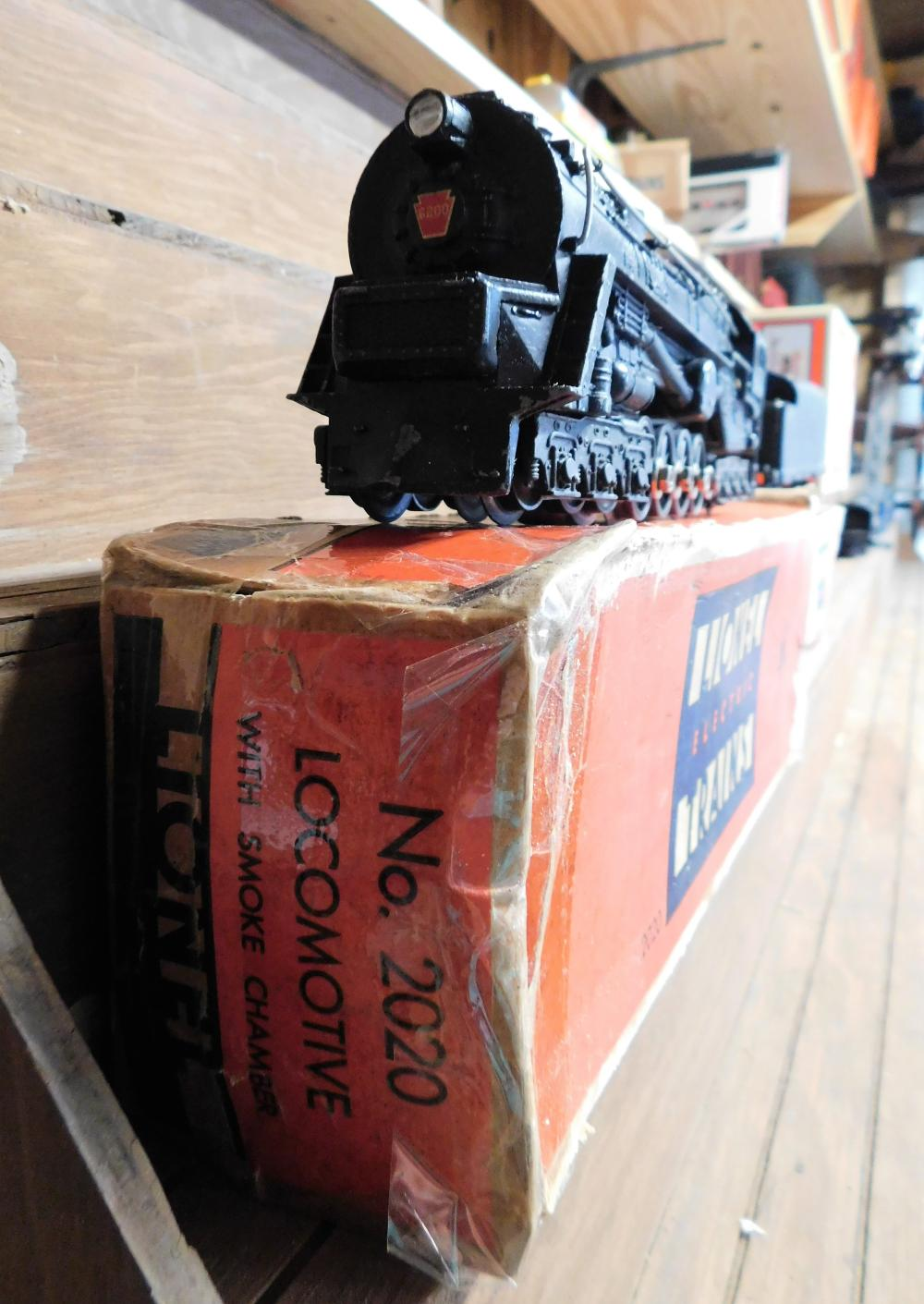 Lot 23: Lionel 2020 locomotive in box w/ 2466 wx tender w/ box
