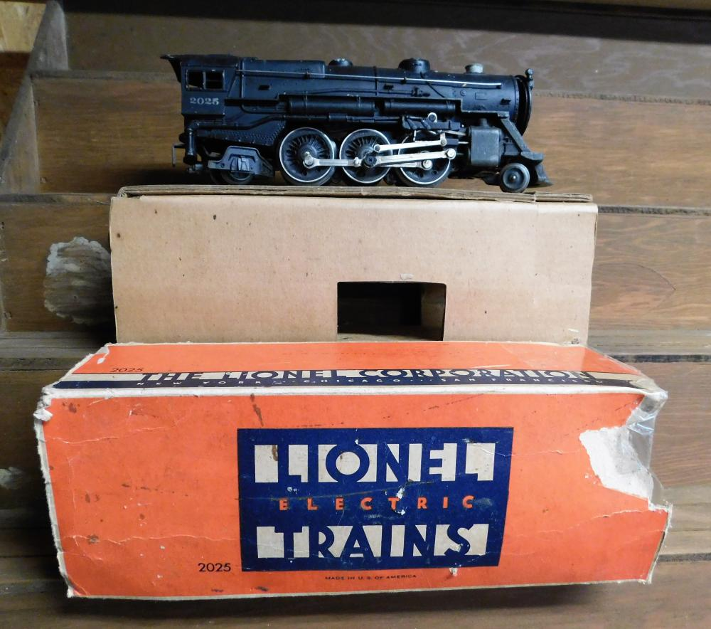 Lot 24: Lionel 2025 locomotive w/box