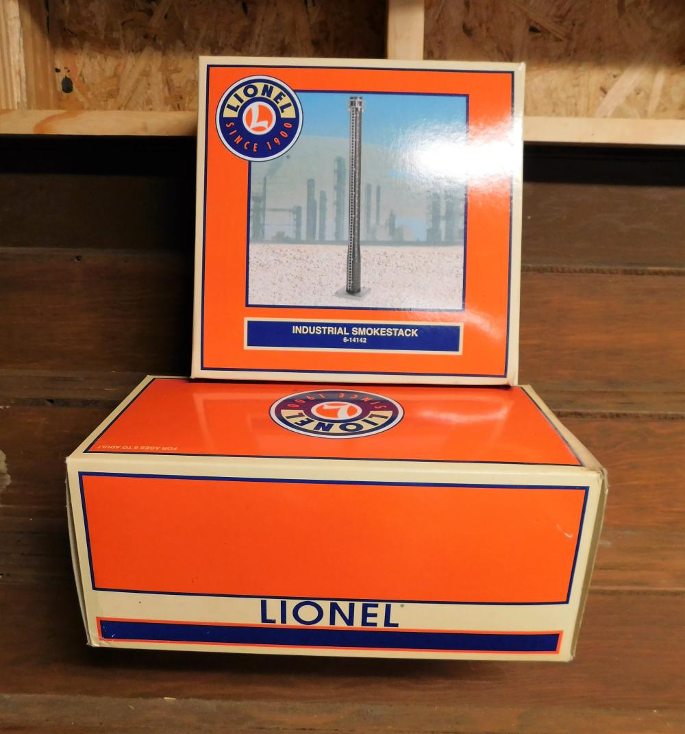 Lione smoke stack in box and lionel dockside switcher in box-2002