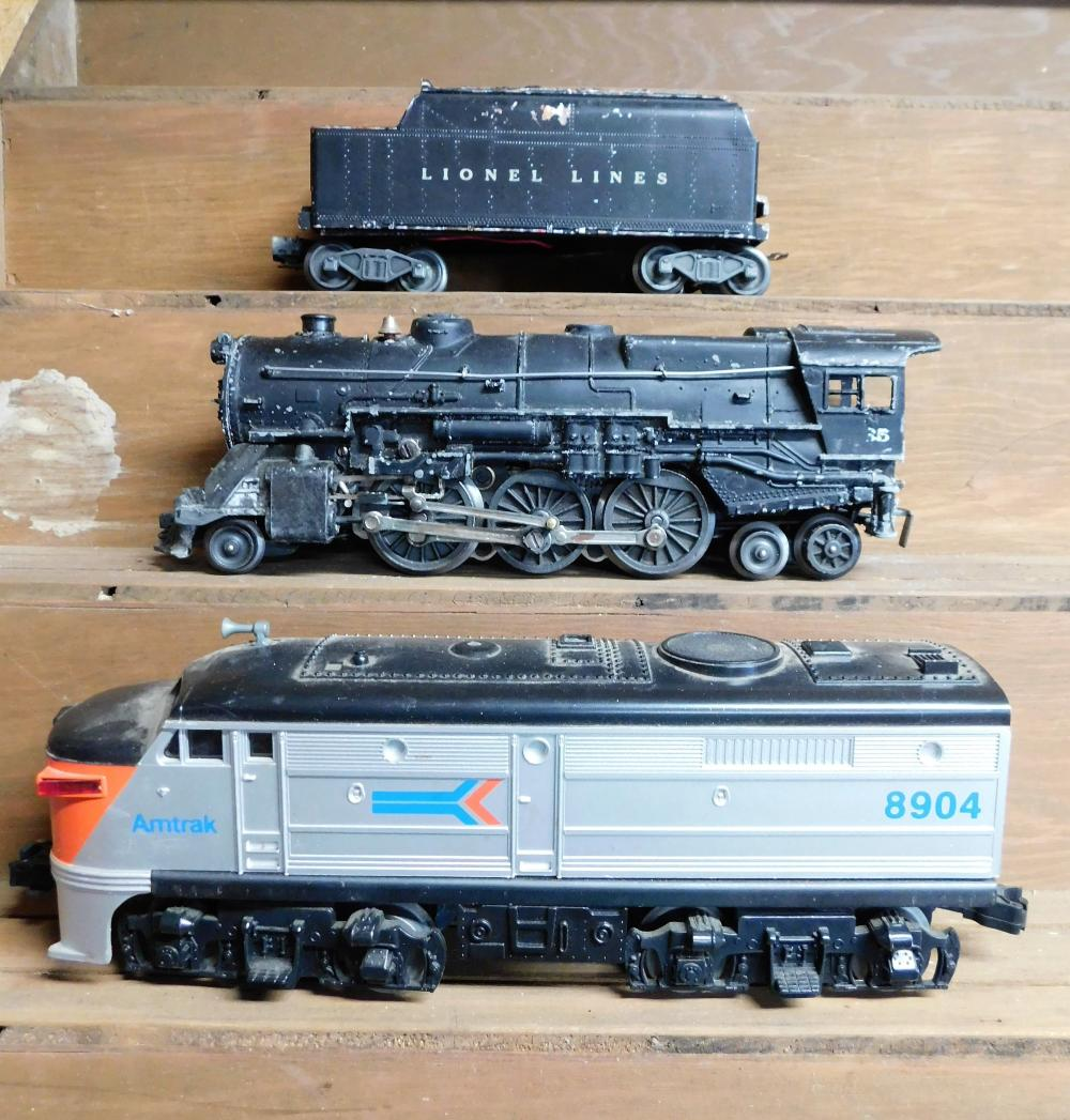Lot 41: Amtrak 8904 engine and Lionel 2035 engine with damaged coal car