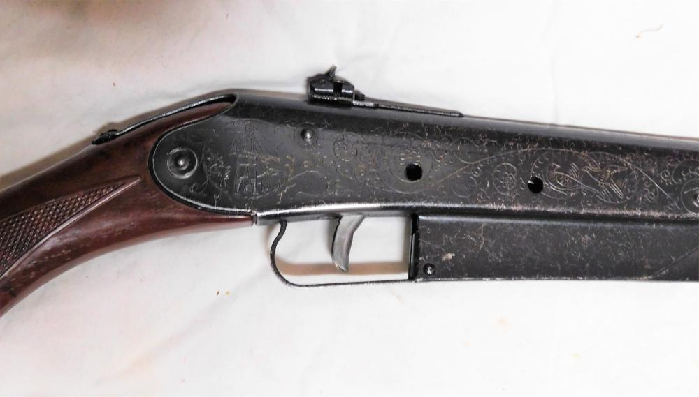 Lot 66: Daisy #25 engraved w/birds and dogs bb gun
