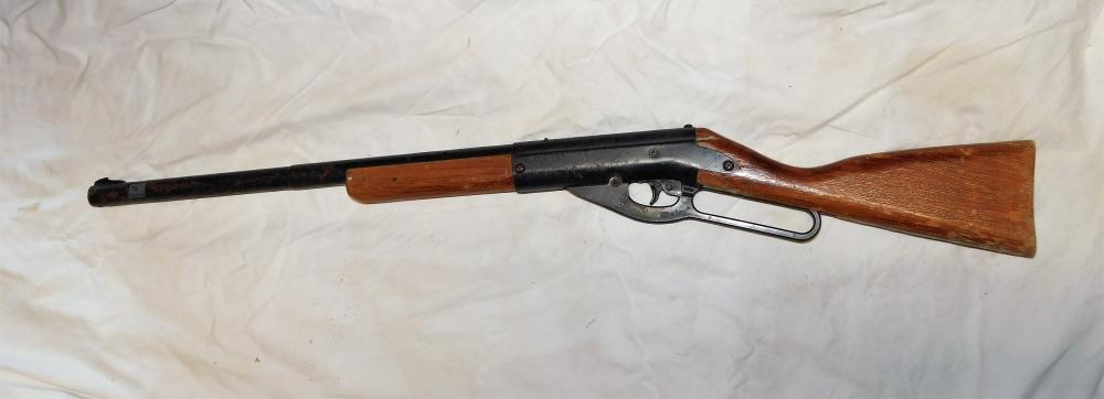 Lot 69: Daisy model 95B BB gun