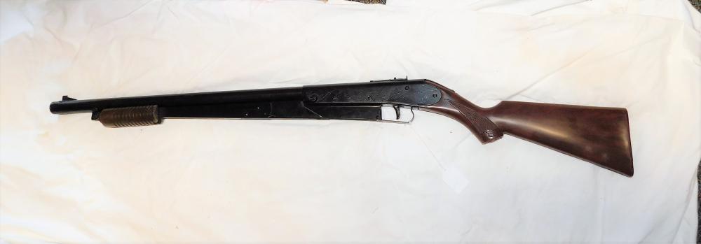 Daisy #25 Pump BB gun, engraved man hunting w/ dog