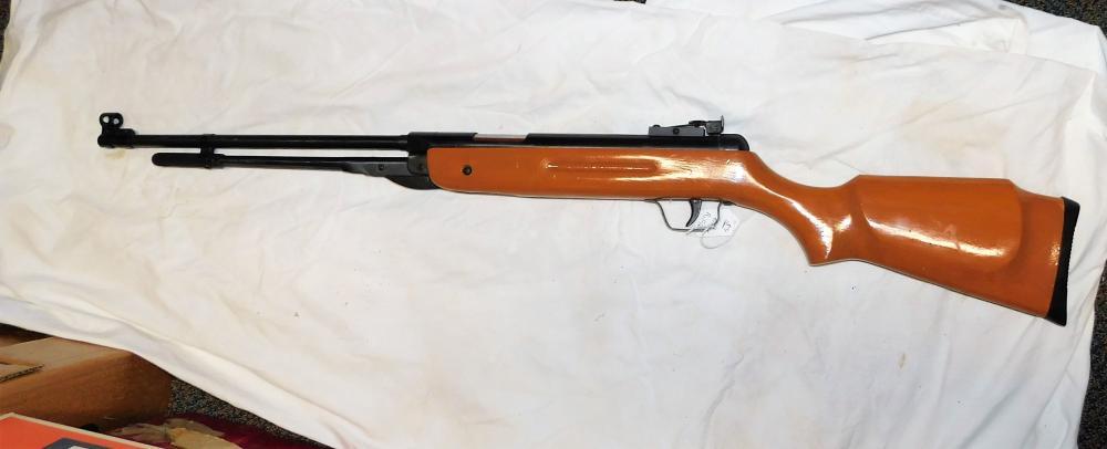Pellet rifle w/ wood stock