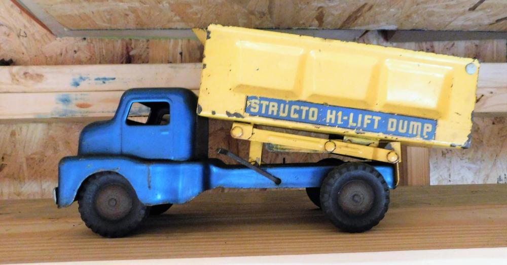Structo Highlift dump truck