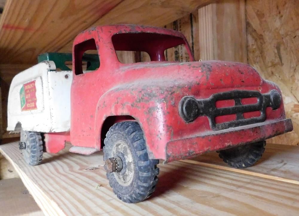 Lot 113: Buddy L wrecker truck