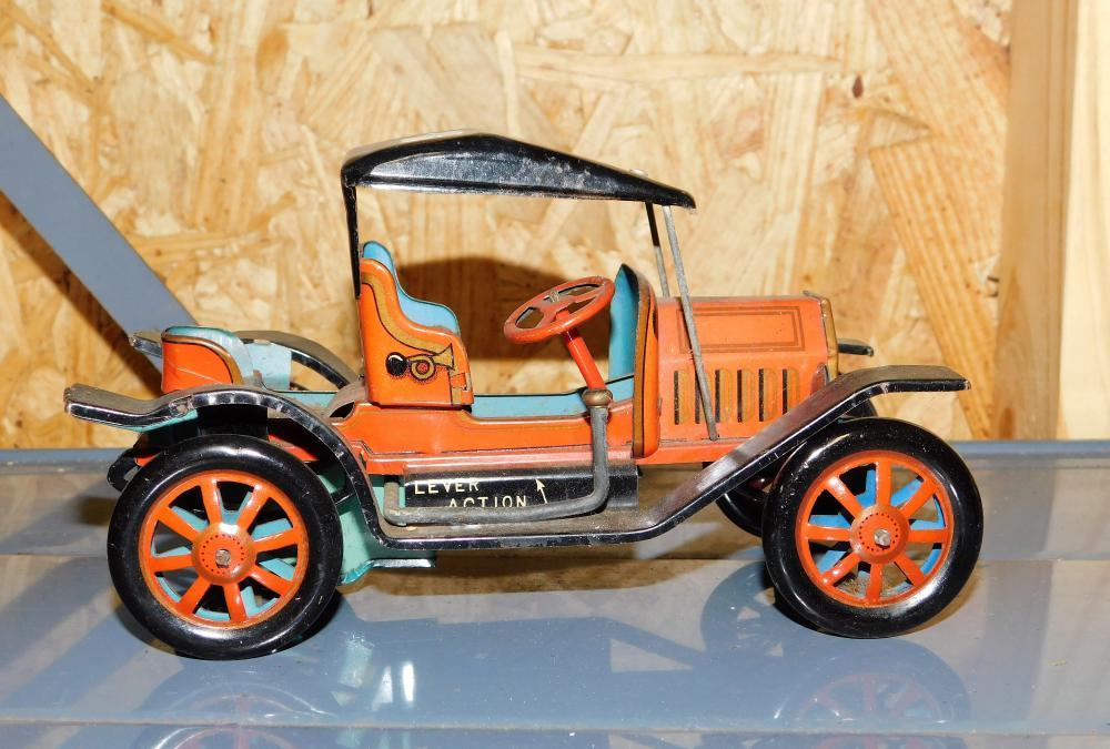 Alps F-1908 tin litho wind up car--Japan