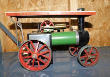 Lot 127: Mamod steam tractor
